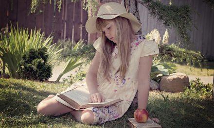 Mól książkowy – czyli dlaczego miałam złe oceny, skoro czytałam?