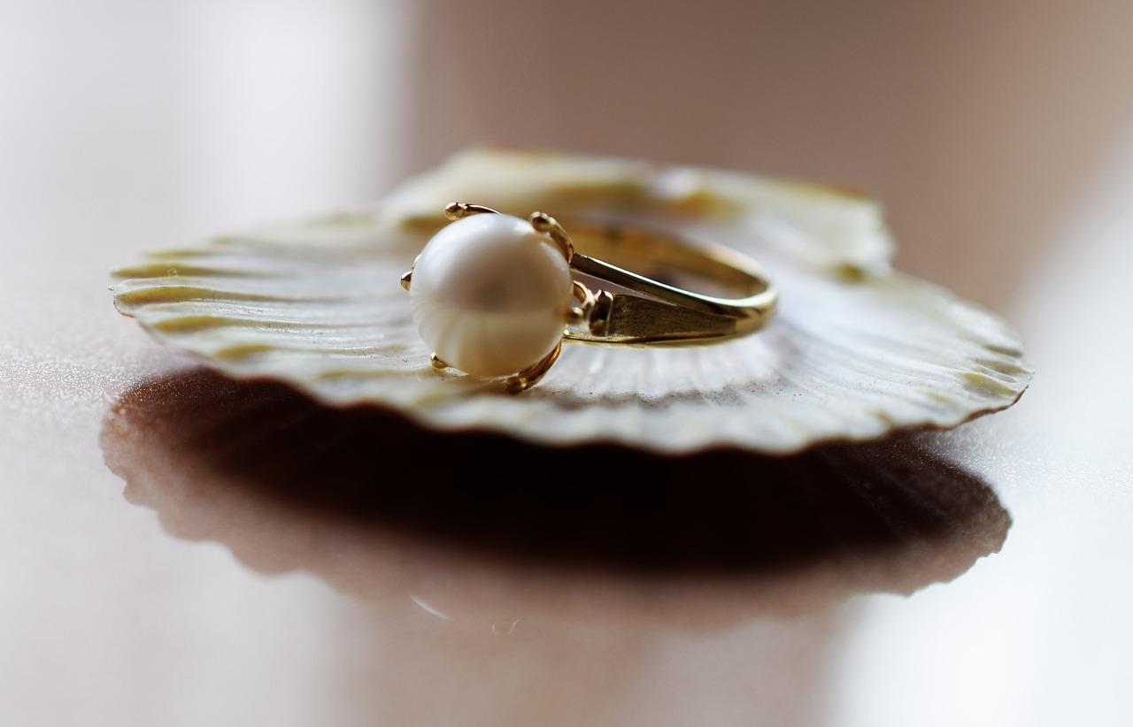 biżuteria z mleka
